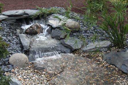 Cr ation de bassin koi 25 m3 par koi prestige cr ateur de for Cascade pour petit bassin